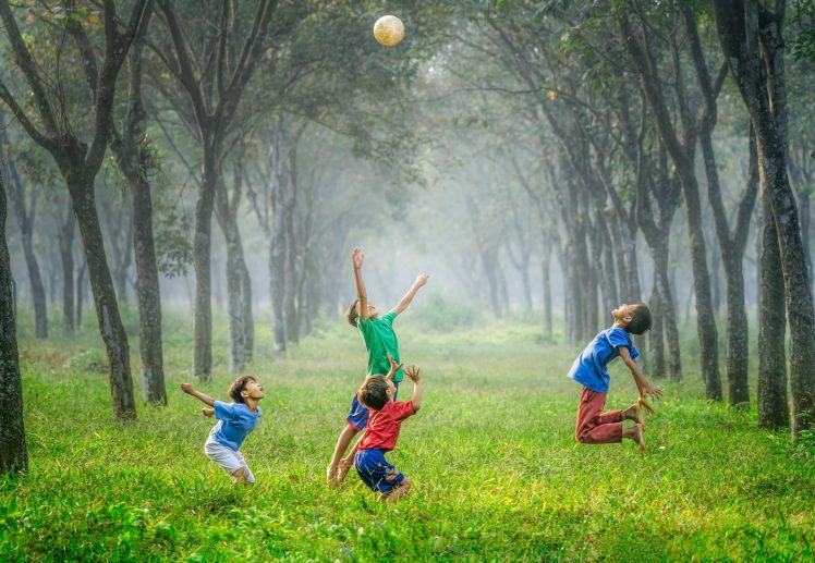 kids playing together robert-collins-333411-1920x1329